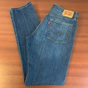 EUC Levi's 501 button Fly High-Rise Distressed